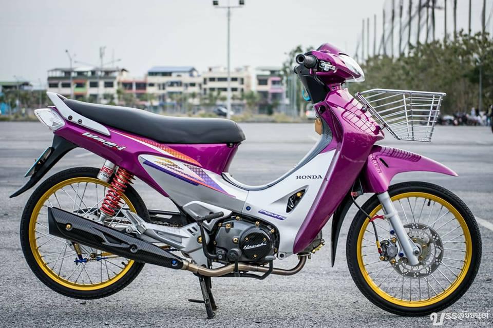 Wave 125i do mang ve dep tu tren troi roi xuong cua biker Thai