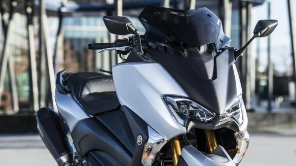 Yamaha ra mat TMax SX Sport Edition bo sung mang tinh cach mang cho phan khuc tay ga - 2