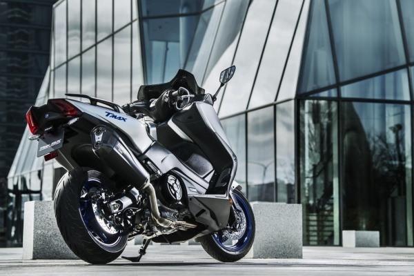 Yamaha ra mat TMax SX Sport Edition bo sung mang tinh cach mang cho phan khuc tay ga - 4
