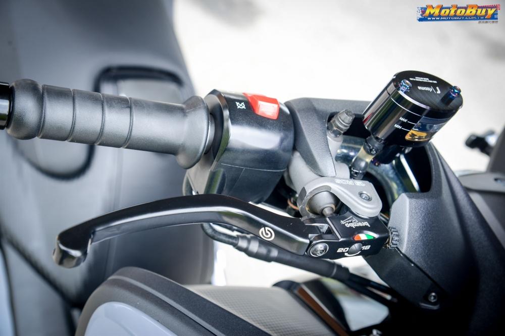 Yamaha TMAX lot xac cung cap qua version Gray Wolf - 5
