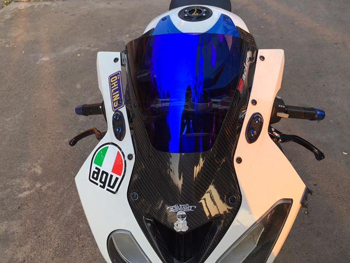 BMW S1000RR do bat mat cung dan do choi hang hieu - 3