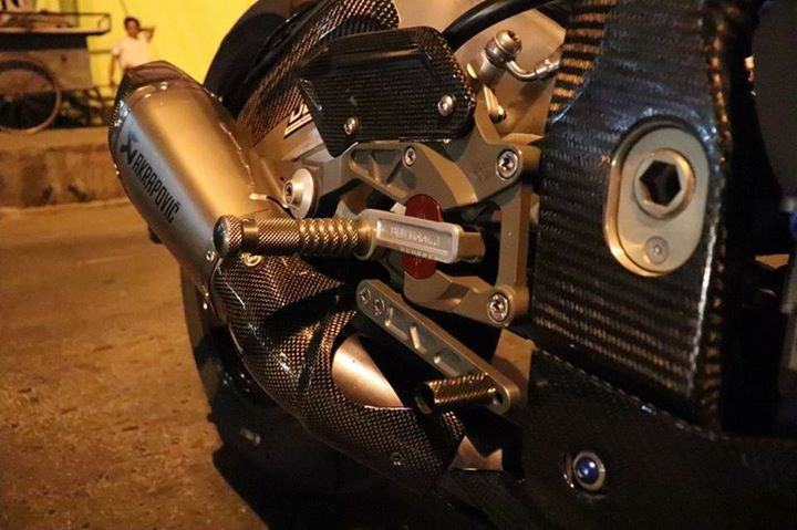 BMW S1000RR do ca tinh do dang cung dong bon - 5