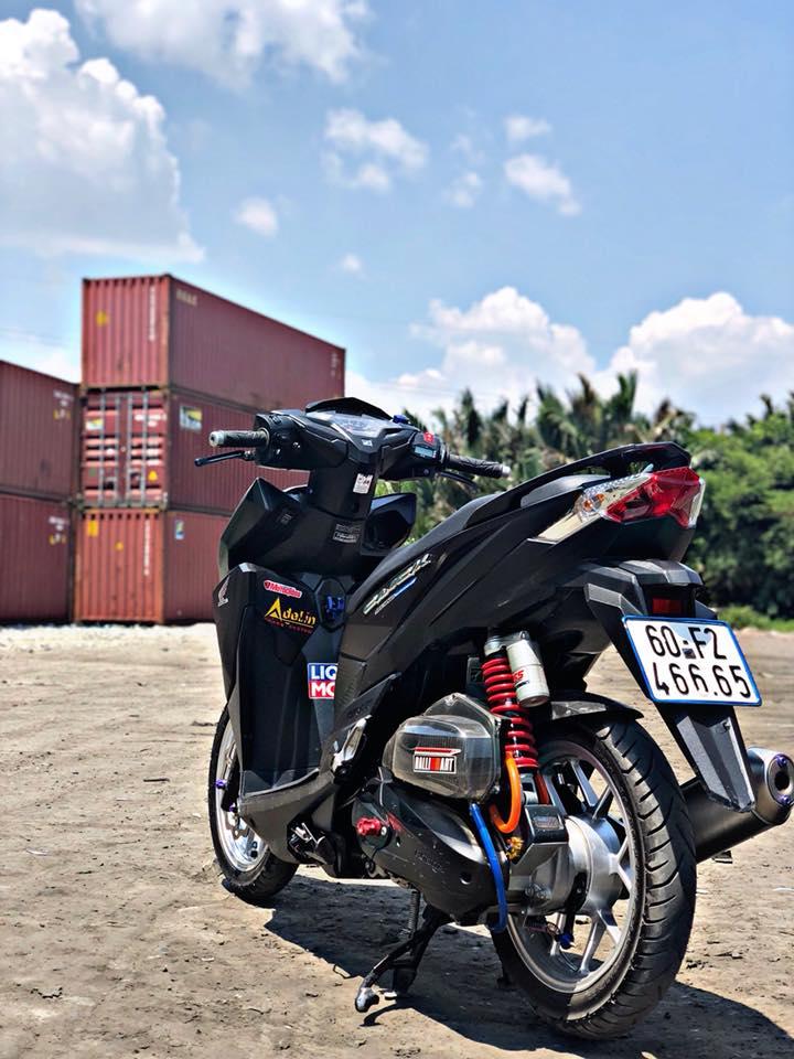 Click 125 do khoe dang ben dan thung Container - 6