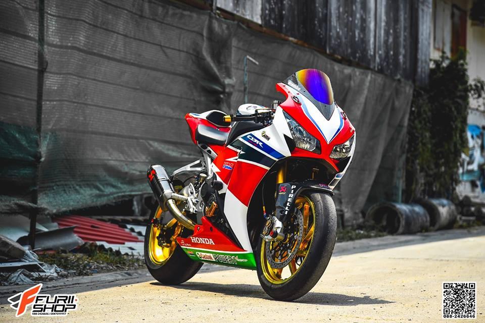 Honda CBR1000RR Choi loa ben dan chan do hieu - 3