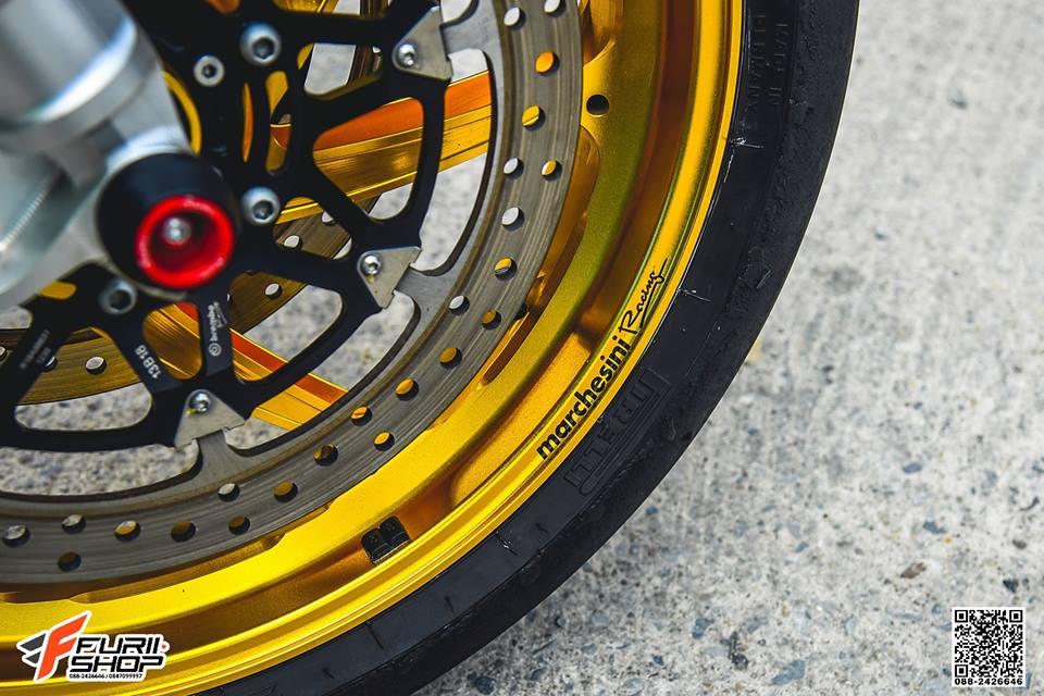 Honda CBR1000RR Choi loa ben dan chan do hieu - 5