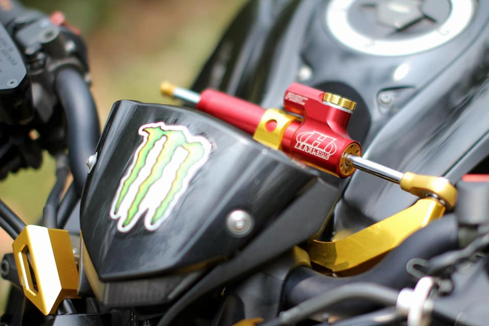 Kawasaki Z1000 do chi tiet voi dan do choi nong bong cua Biker Viet - 3
