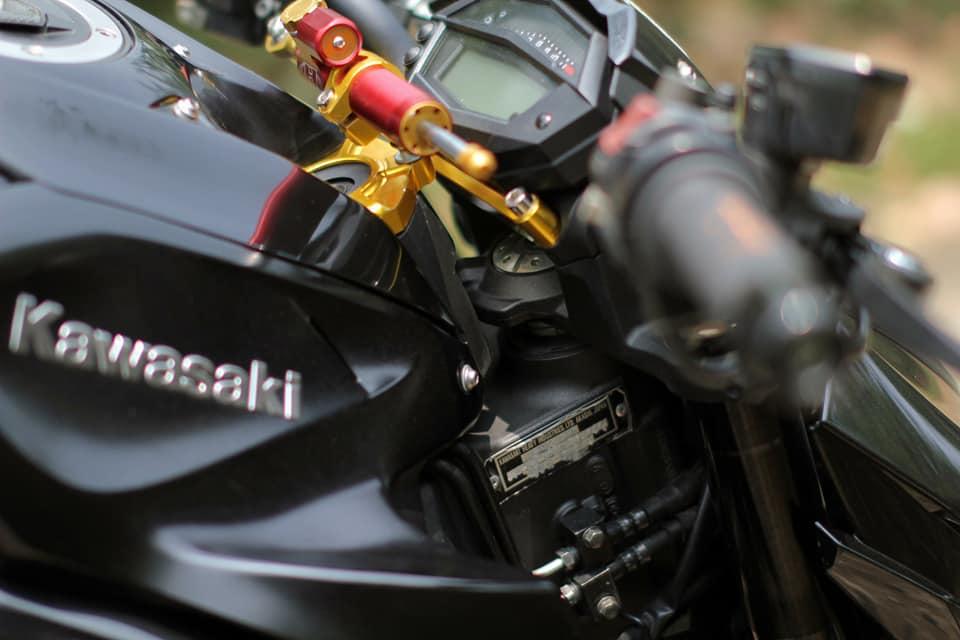 Kawasaki Z1000 do chi tiet voi dan do choi nong bong cua Biker Viet - 5