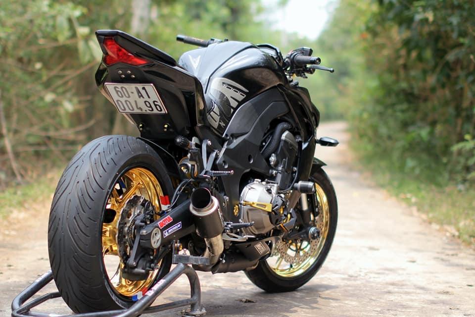 Kawasaki Z1000 do chi tiet voi dan do choi nong bong cua Biker Viet - 12