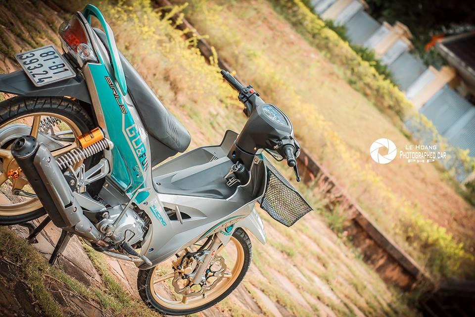 Sirius 110 do mang ve dep gian don tren nen xanh ngoc bich cua biker pho nui - 8