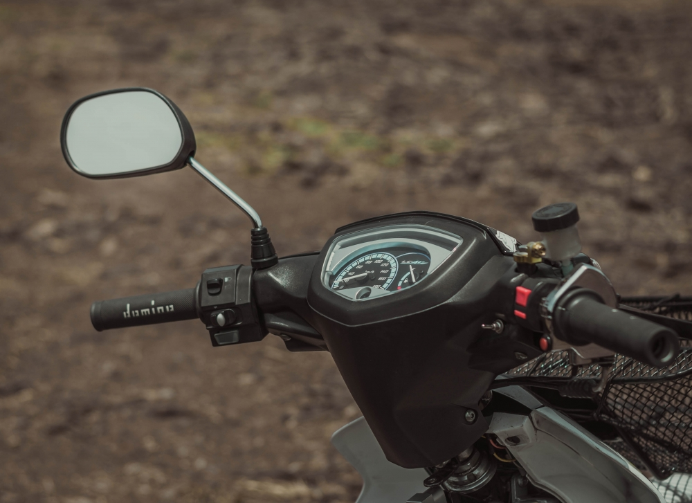Sirius 50cc do mang ve dep an tuong voi phong cach Spark Nano - 4