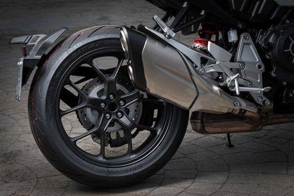So sanh Honda CB1000R vs Yamaha MT10 - 10