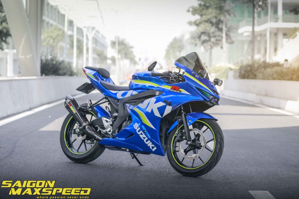 Suzuki GSX R150 do gay an tuong nguoi xem voi option do choi dang cap - 3