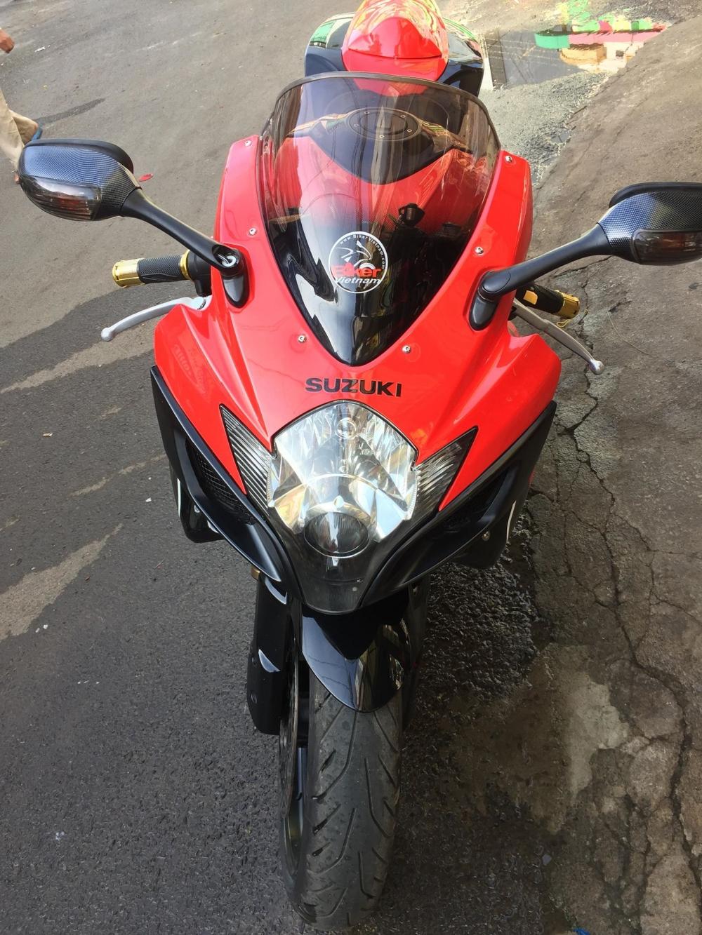 Suzuki GSXR750 ngua dua huyen thoai len san - 10