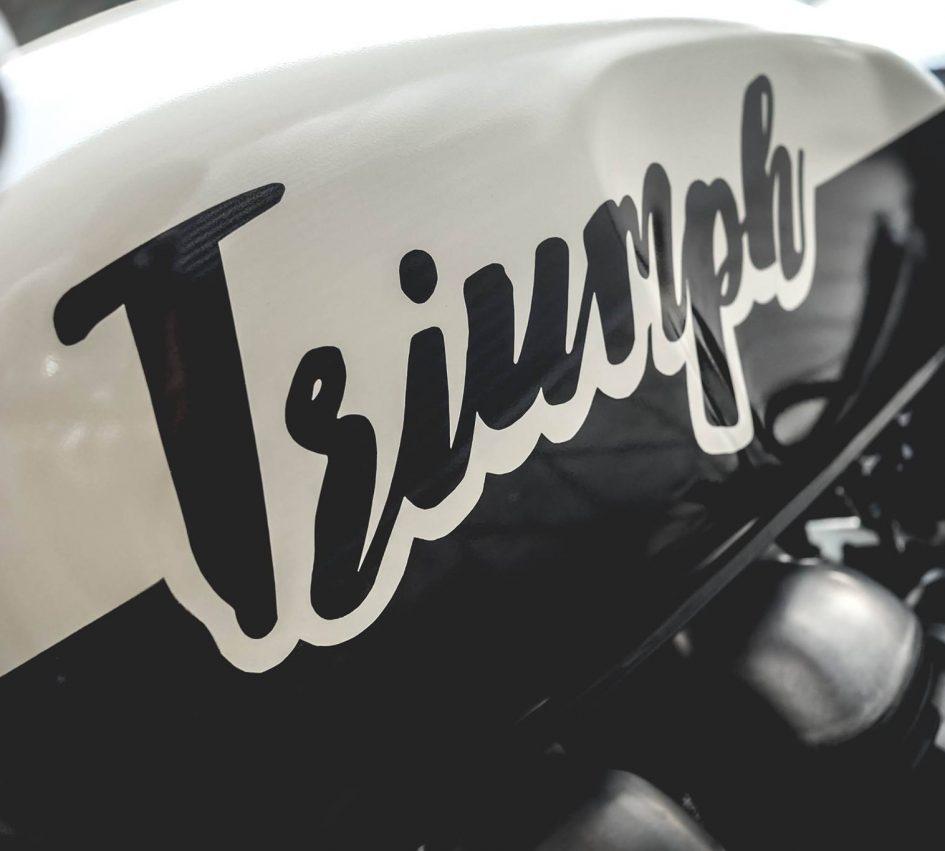Triumph Thruxton 900 ban do Cafe Racer day cam hung - 5