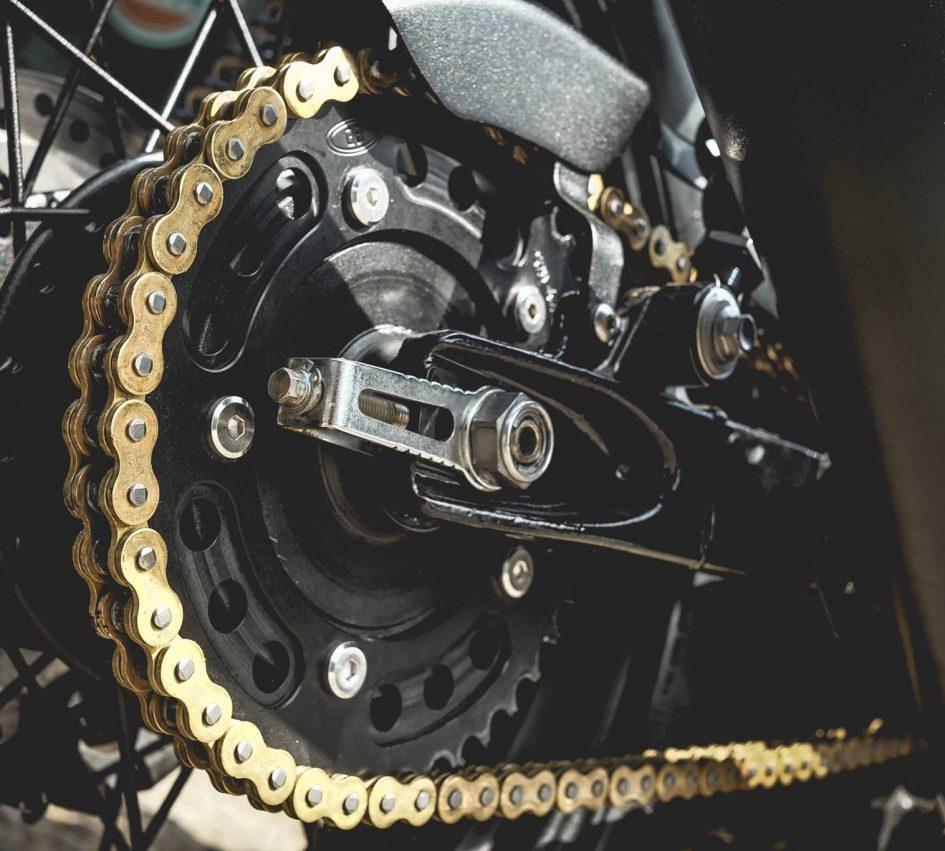 Triumph Thruxton 900 ban do Cafe Racer day cam hung - 17