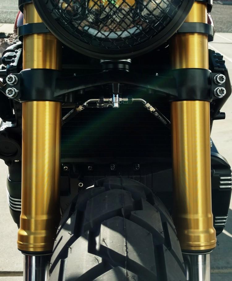 BMW K100 bien hoa tai tinh duoi ban tay cua Trevor Ditson - 6