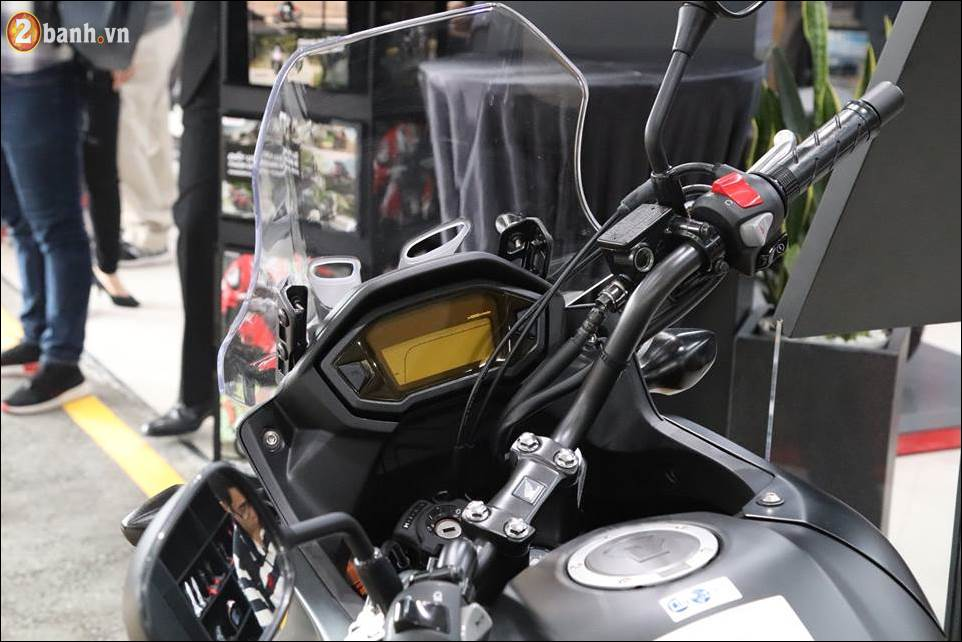Honda CB500X 2018 co gia 180 trieu VND ra mat tai Showroom Honda Moto Viet Nam - 4