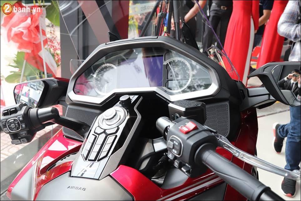 Honda Goldwing 2018 gia 12 ty VND tai Showroom Honda Moto Viet Nam - 4