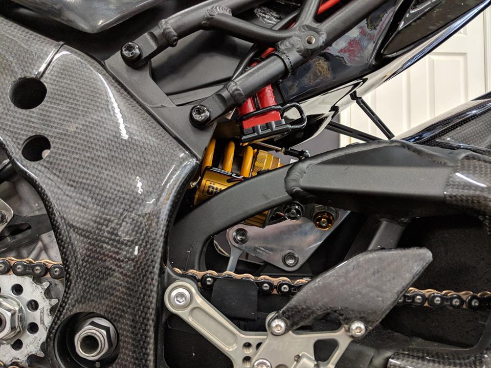 Kawasaki ZX10RR dep ngat ngay voi cau hinh duong dua - 7