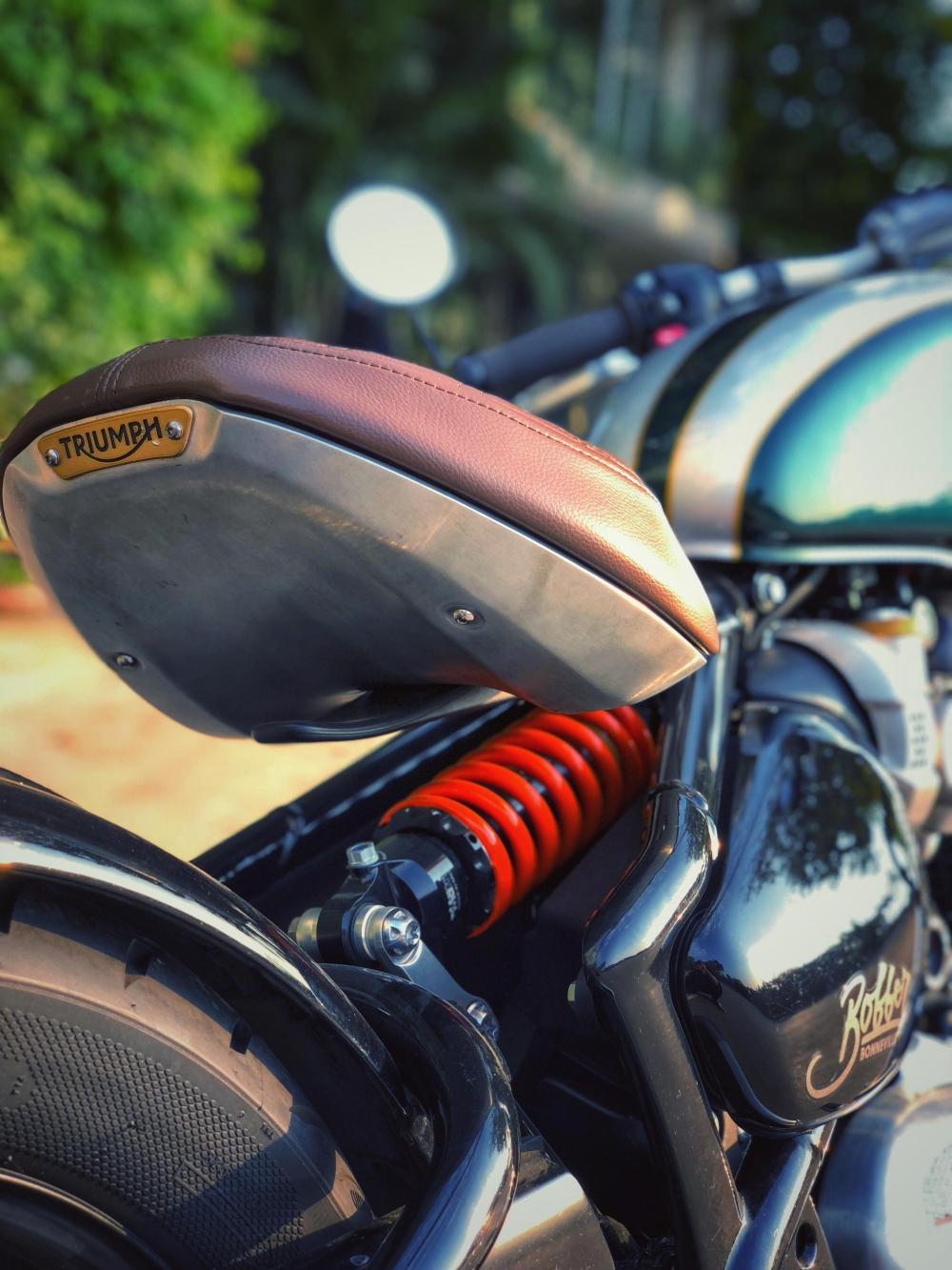 Triumph Bonneville Bobber - 4