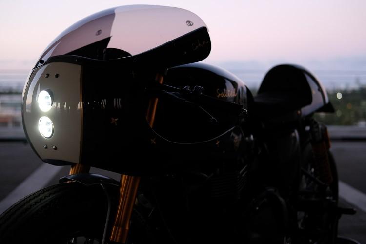 Triumph Thruxton dam phong cach Retro custom by Cohn Racers - 4