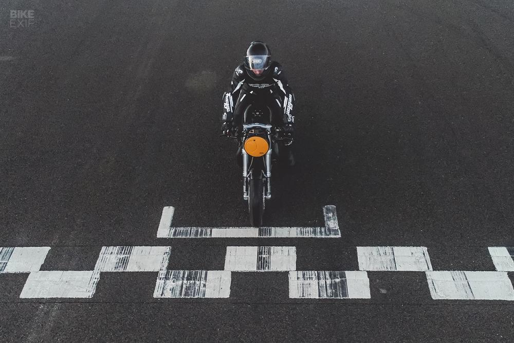 Triumph Thruxton R su tro lai cua huyen thoai Cafe Racer mang phong cach lap di - 15