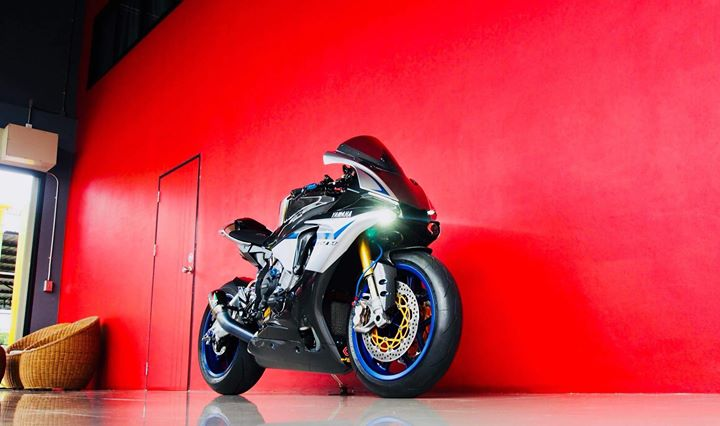 Yamaha R1M nang cap hoan thien voi phu kien Carbon fiber - 9