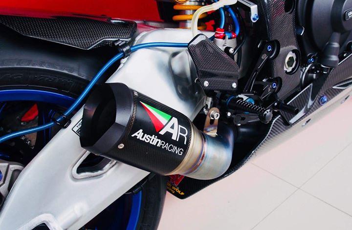 Yamaha R1M nang cap hoan thien voi phu kien Carbon fiber - 15