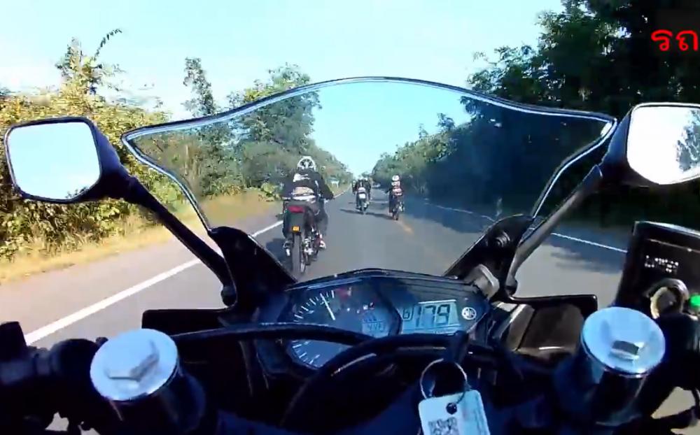 Yamaha R3 dat toc do 180kmh nhan ket Dang khi thach thuc Kawasaki Kips 150