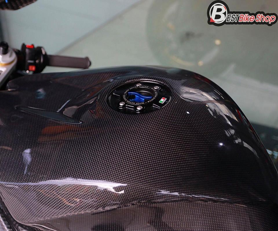 BMW HP4 ve dep tuyet sac trong trang bi full ao Carbon ilmberger - 11