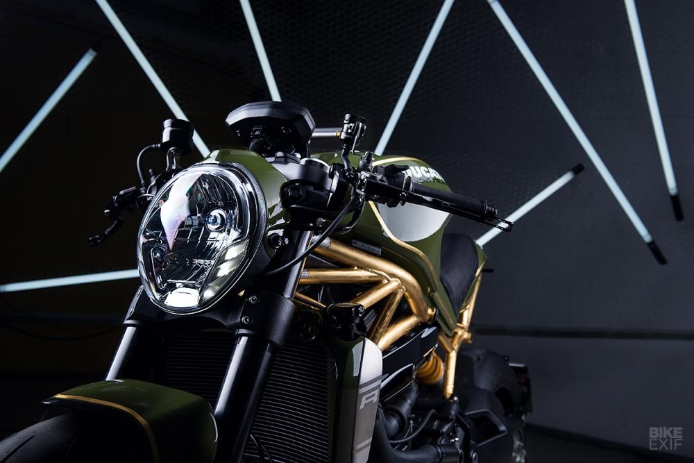 Ducati Monster 1200R do noi bat voi khung xe ma vang 24k - 3