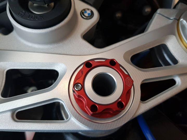 BMW S1000RR chan dung Ca map thu minh trong goc phong - 7
