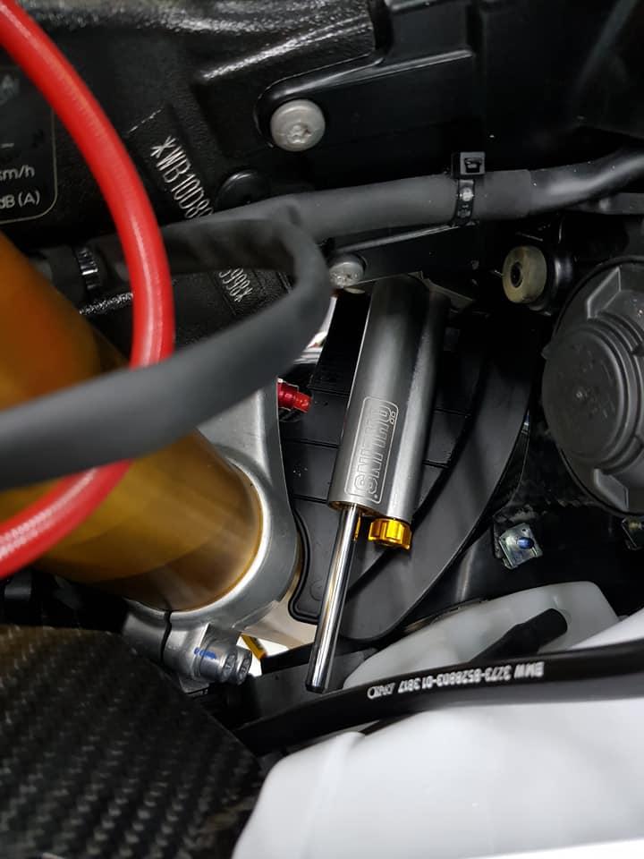 BMW S1000RR ve dep bong bay cung trang bi cao cap - 7