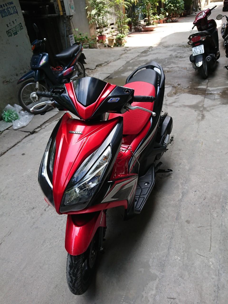 Can ban Honda Airblade 125 fi do den doi 2015 con moi chinh chu 32tr500 - 2