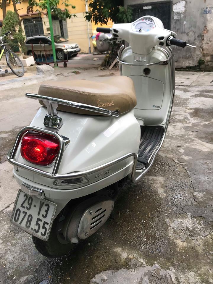 Can ban Vespa LX 125ie doi moi 2012 gia 25500 trieu btp 29Y 07855 mau Trang