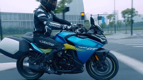 CF Moto lan dau ra mat 400 GT Sport Touring - 2
