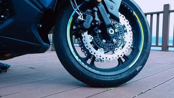CF Moto lan dau ra mat 400 GT Sport Touring - 4