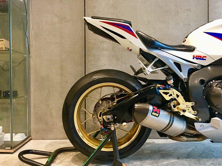 Honda CBR1000RR ban do trang tinh khoi day xuc cam - 5