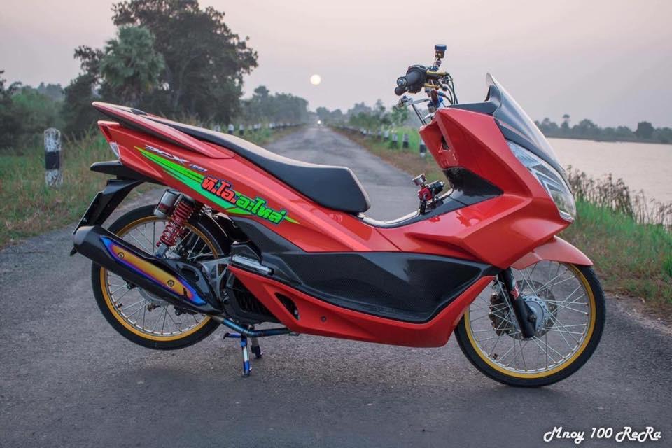 PCX 150 do dep nhat he mat troi khoe dang ben con duong lang - 3