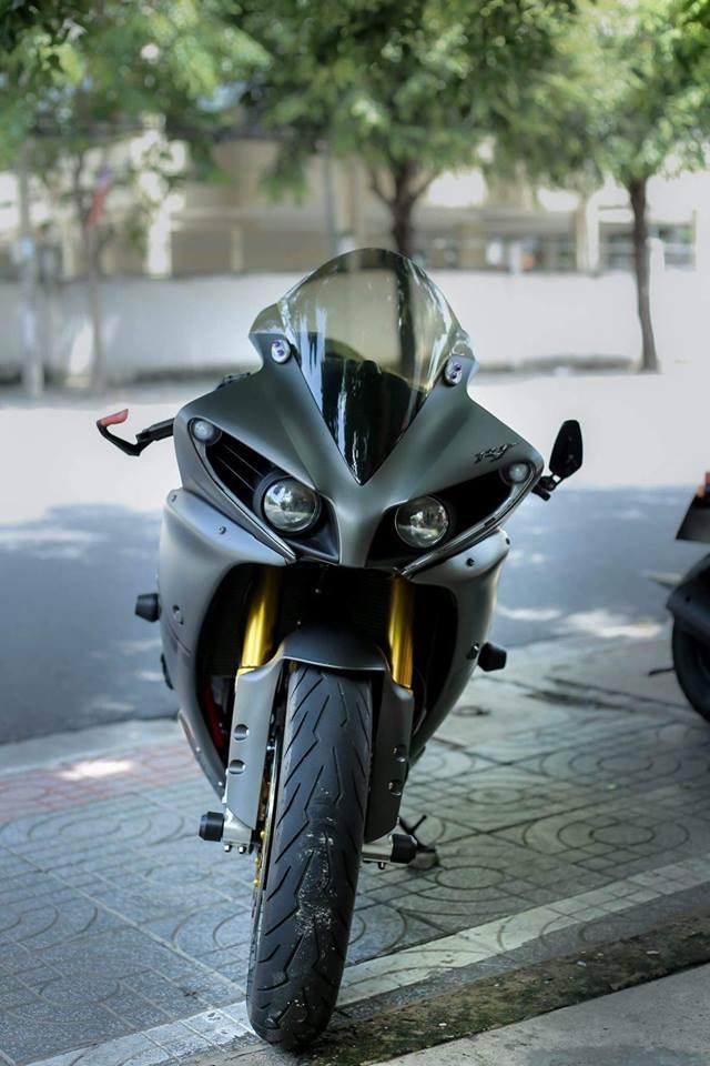 Yamaha R1 ban do Matte Black an tuong tren dat Viet - 3