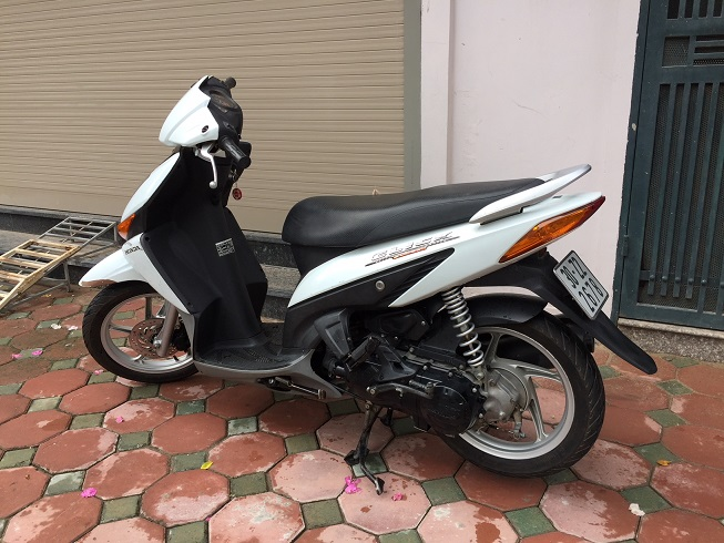 Ban xe Honda Click Bien 30Z Mau trang tre trung Chat luong cuc tot - 2