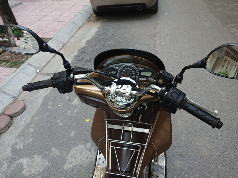 Ban xe Honda PCX 125 fi 2011 dong con moi chinh chu bien HN 26tr500
