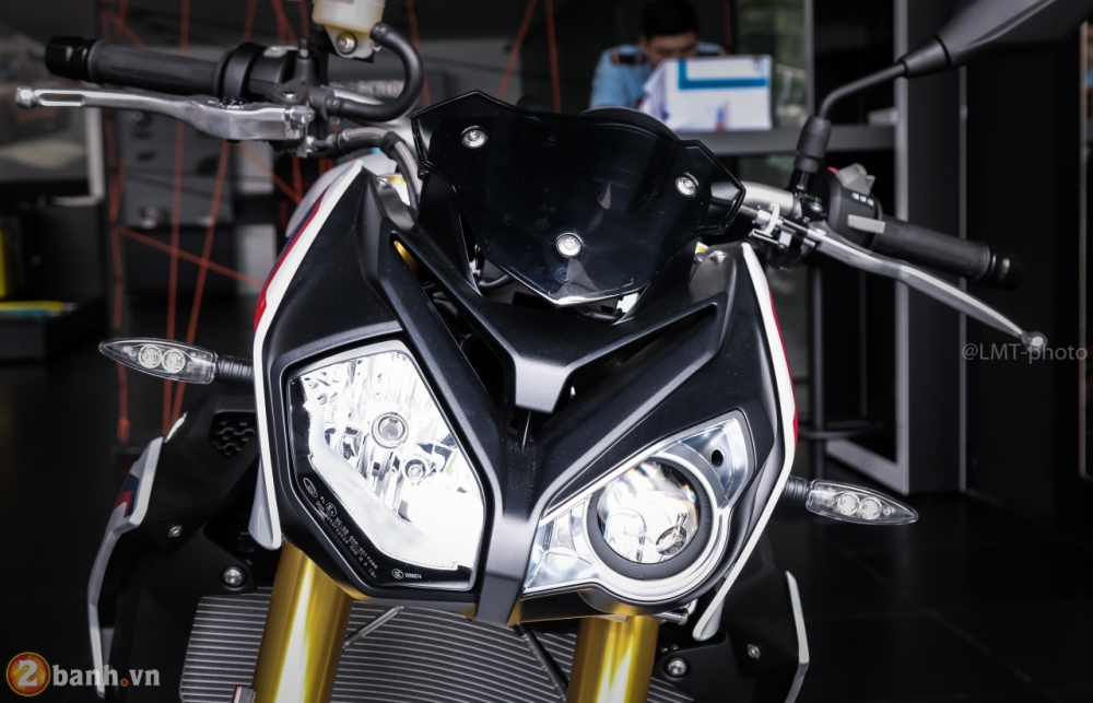 Can canh BMW S1000R 2018 full option co gia tu 529 trieu VND tai Viet Nam - 2