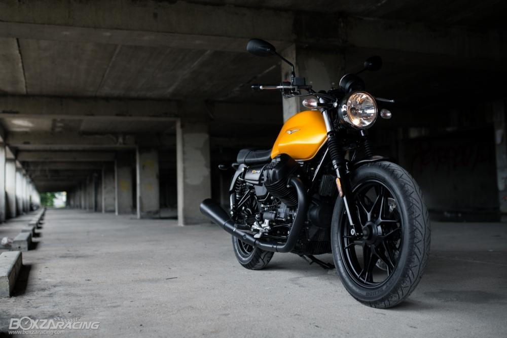 Can canh Moto Guzzi V7 III Stone phien ban ky niem 50 nam - 2