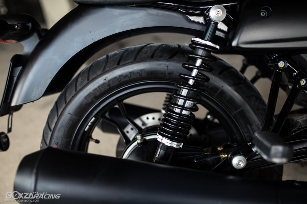 Can canh Moto Guzzi V7 III Stone phien ban ky niem 50 nam - 9