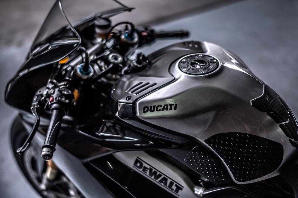 Ducati Panigale V4 S ve dep day lich lam cung voi mau ao Black methalic - 5