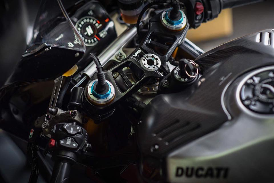 Ducati Panigale V4 S ve dep day lich lam cung voi mau ao Black methalic - 7