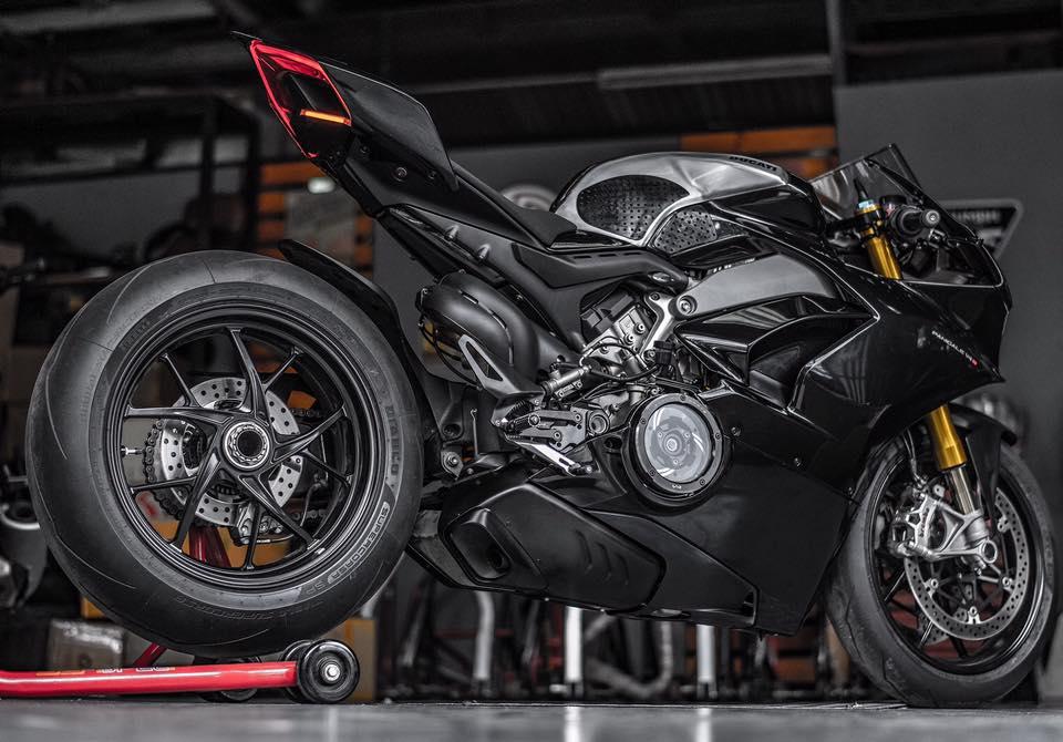 Ducati Panigale V4 S ve dep day lich lam cung voi mau ao Black methalic - 13