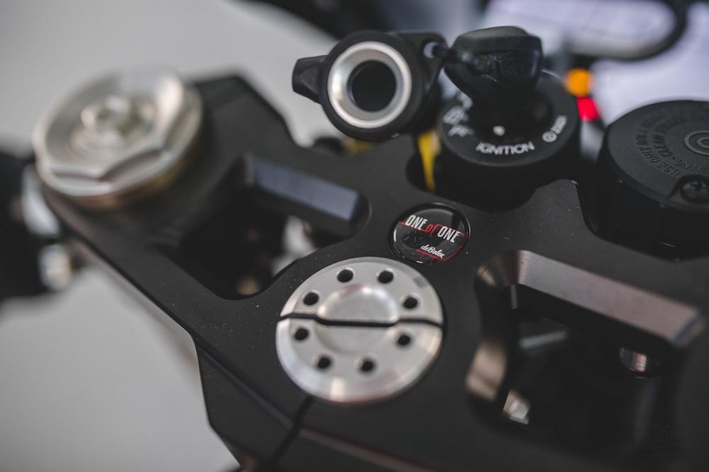 Ducati Scrambler 1100 ban do Cafe Racer den tu DeBolex - 6