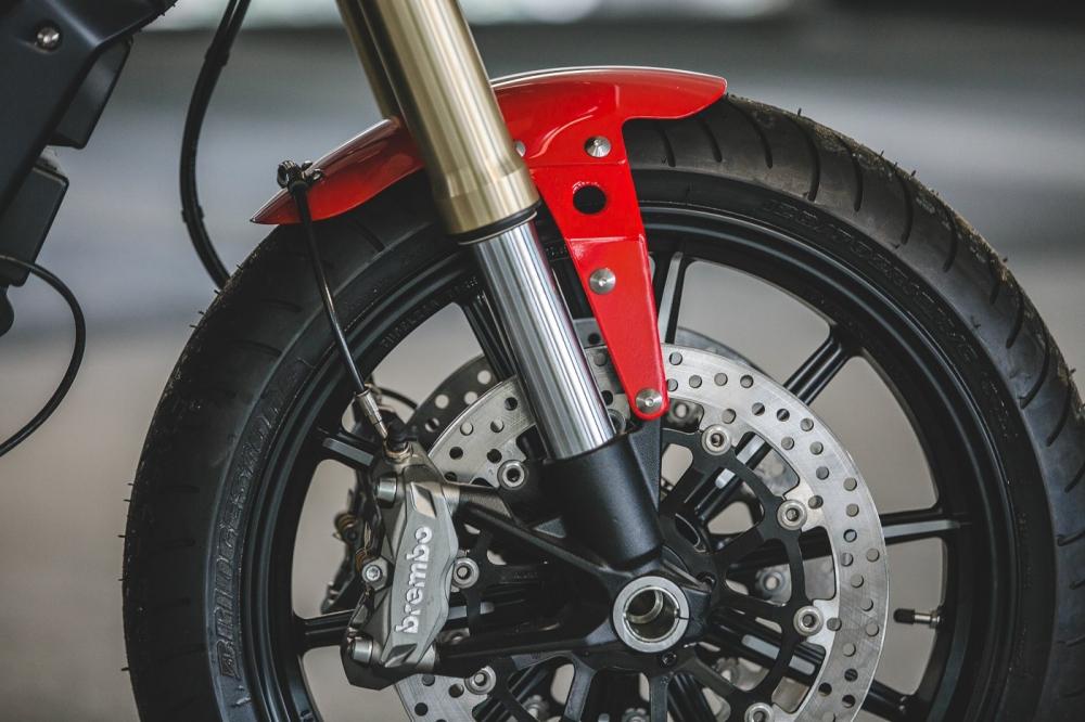 Ducati Scrambler 1100 ban do Cafe Racer den tu DeBolex - 14
